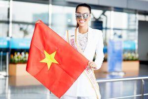 Khả Trang đội nón lá, mang cờ Tổ quốc dự thi Siêu mẫu Quốc tế