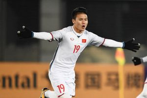 Quang Hải tuột cơ hội làm đồng đội của Xavi