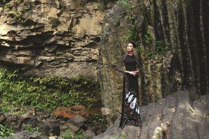 Người mẫu H'Ăng Niê và nhà thiết kế Việt Hùng với 'Hoa của Đất'
