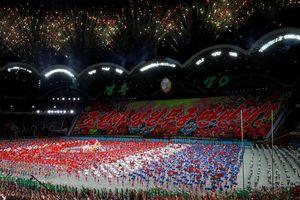 Choáng ngợp màn đồng diễn khổng lồ mừng 70 năm Quốc khánh Triều Tiên