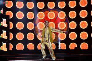 Pikotaro khiến khán giả bật cười với màn trình diễn 'Bút dứa, táo bút'