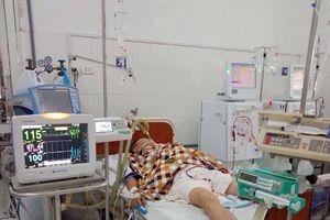 Nhiều bệnh nhân co giật, ngừng tim vì ngộ độc rượu