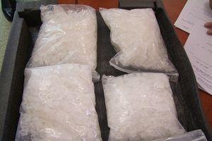Ông chủ xưởng gỗ trả giá đắt vì 'ham' gần 2 kg ma túy 'đá'