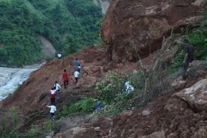 Gian nan đường đến trường sau mưa lũ nơi vùng cao xứ Nghệ