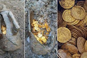 Italia: Khai quật nhà hát phát hiện bình chứa tiền cổ La Mã giá trị hàng triệu USD