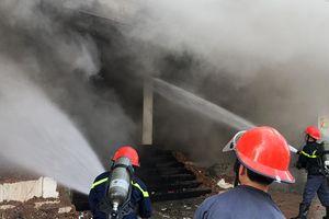 Cận cảnh 100 chiến sĩ dập lửa vụ cháy quán bar ở Đà Nẵng