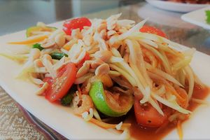 Người Thái ăn lẩu Thái, chè Thái ở Sài Gòn: Xứ chùa Vàng không có món này