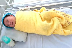 Bé sơ sinh bị mẹ bỏ rơi trong bệnh viện