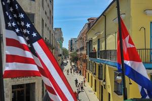 Mỹ gia hạn cấm vận kinh tế Cuba thêm một năm