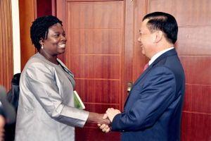 Bộ trưởng Đinh Tiến Dũng tiếp bà Victoria Kwakwa, Phó Chủ tịch WB