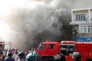 Mục kích quán bar ở trung tâm Đà Nẵng chìm trong biển khói cuồn cuộn