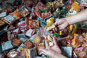 Chủ lô hàng gần 2.000 bánh Trung thu trôi nổi bị phạt hành chính 19 triệu đồng