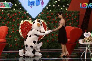 Chàng trai Hà thành hóa trang thành bò sữa gây bất ngờ cho khán giả