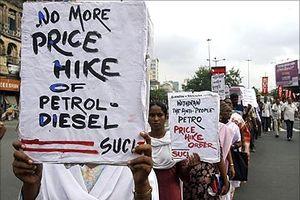 Ấn Độ: Biểu tình phản đối giá nhiên liệu trên khắp cả nước