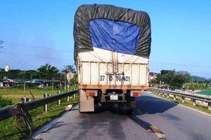 Nghệ An: Bị xe tải cuốn vào gầm, người phụ nữ tử vong