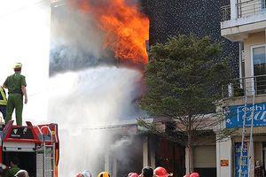 Cháy lớn tại quán bar ở phố chuyên doanh thời trang giữa trung tâm Đà Nẵng