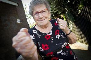 Cụ bà 93 tuổi tay không 'tả xung hữu đột' với 2 tên cướp
