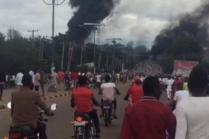 Nổ xe chở xăng ở Nigeria, hàng trăm người thương vong