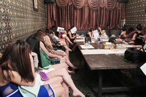 Hà Nội: Chủ quán karaoke vác điếu cày đánh chết người