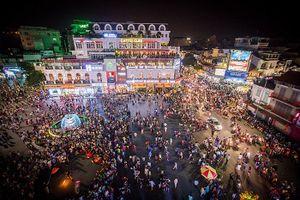 Ngày cao điểm Phố đi bộ hồ Hoàn Kiếm đón hơn 3 vạn khách