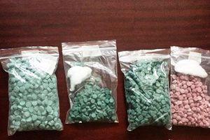 Bắt đối tượng mua 1.500 viên thuốc lắc từ biên giới vào miền Trung tiêu thụ