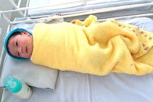 Bé gái sơ sinh 3,8kg bị mẹ bỏ rơi trong bệnh viện
