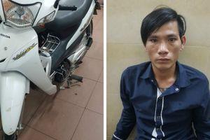 'Say giấc nồng' tại nhà chờ xe buýt, nam thanh niên bị 'cuỗm bay' xe máy
