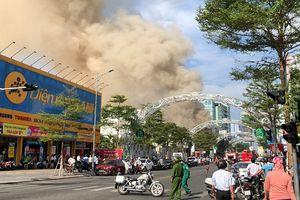 Đà Nẵng: Cháy lớn tại vũ trường, khói cuồn cuộn phủ một góc phố