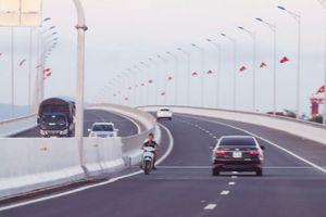 Khi cầu, đường thành nơi tham quan, chụp ảnh