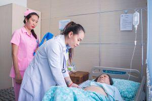 Bệnh viện Chợ Rẫy 'xuất khẩu' bác sĩ