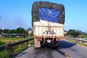 Va chạm với xe tải, người phụ nữ tử vong thương tâm