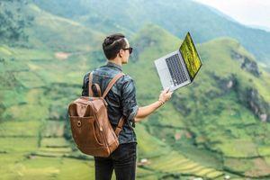 Tín đồ du lịch nên chọn laptop nào?