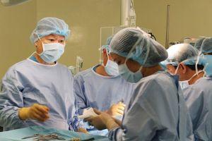 Bệnh nhi 11 tuổi được phẫu thuật cắt u gan không truyền máu hiếm gặp