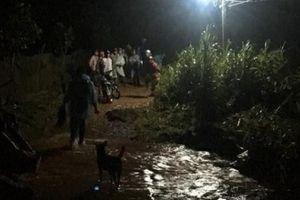 Đà Lạt mưa lớn, một thanh niên qua đường bị nước cuốn trôi