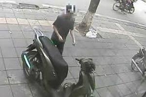 Người phụ nữ bị chích roi điện, cướp xe SH giữa trung tâm Sài Gòn