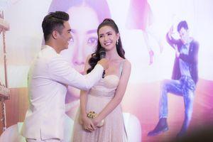 Hoa hậu Phan Thị Mơ rạng rỡ đi sự kiện cùng Anh Đức