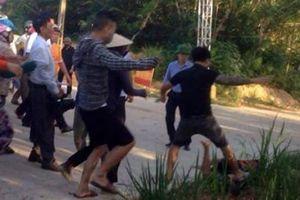 Chặn xe rác, bị nhóm người xăm trổ, bịt mặt đuổi đánh