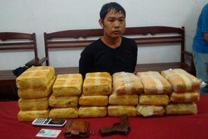 Bắt đối tượng vận chuyển 114 nghìn viên ma túy tổng hợp