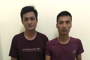Hà Nội: Bắt 2 đối tượng ném chất bẩn để đòi nợ
