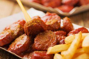 Currywurst - món ăn Đức mang đậm chất Anh