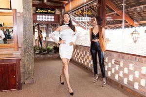 Người mẫu Anh Thư mặc áo ngực crop top thị phạm cho Khả Trang trước khi tham chiến Siêu mẫu Quốc tế