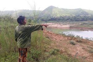 Quảng Bình: Xót xa cảnh người dân bất lực nhìn 'hà bá' nuốt đất