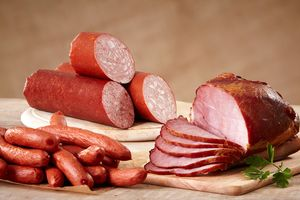 Dùng nhiều thịt xông khói, thịt chế biến, dễ mắc bệnh nguy hiểm
