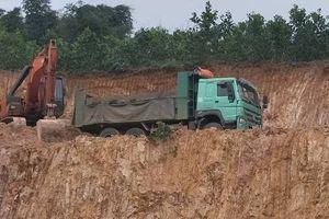 Thọ Xuân (Thanh Hóa): Khai thác đất trái phép ngay cạnh đường Hồ Chí Minh
