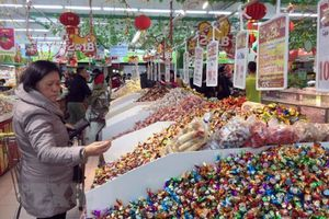 Lựa chọn bánh kẹo, thực phẩm an toàn trong dịp Tết