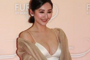 Mỹ nữ đài TVB táo bạo khoe vòng một