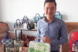 Độc đáo tranh mỹ nghệ, túi xách từ hạt gạo của chàng sinh viên Tài chính