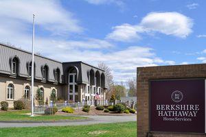 Warren Buffett tiết lộ 15 khoản đầu tư lớn nhất của Berkshire, đứng đầu là Wells Fargo và Apple