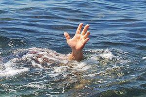 Mẹ và con gái 2 tuổi tử vong do chìm tàu hàng
