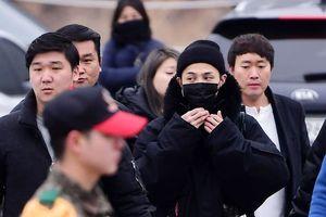 Fan Hàn xếp hàng gửi lời chào tạm biệt G-Dragon lên đường nhập ngũ
